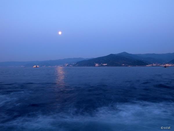 満月の夜明け