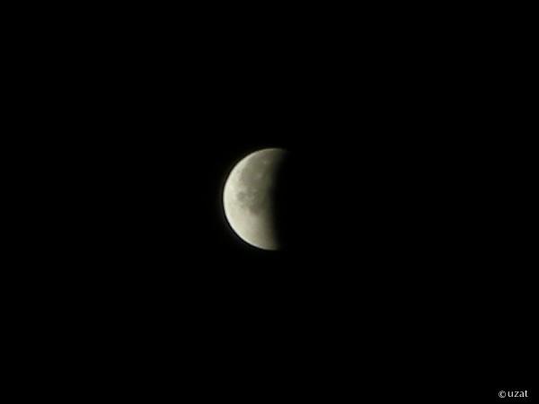 満月に戻る途中の皆既月食